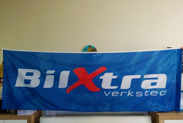 110 gsm polyester textile, SUB inks printed, reinforced left side with carabine hook and D-rings. Size: 100 x 300 cm