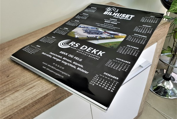 250 gsm glossy paper, printed 4 + 0 + glossy UV varnish; metal stripes and hook. Size: A2