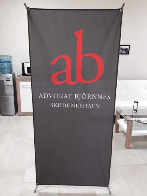 Strong X banner stand with 210 gsm textile printed with caps in the 4 corners
