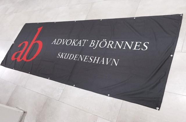 180 gsm textile in size 3x1 m, with hem and eyelets on every 50 cm