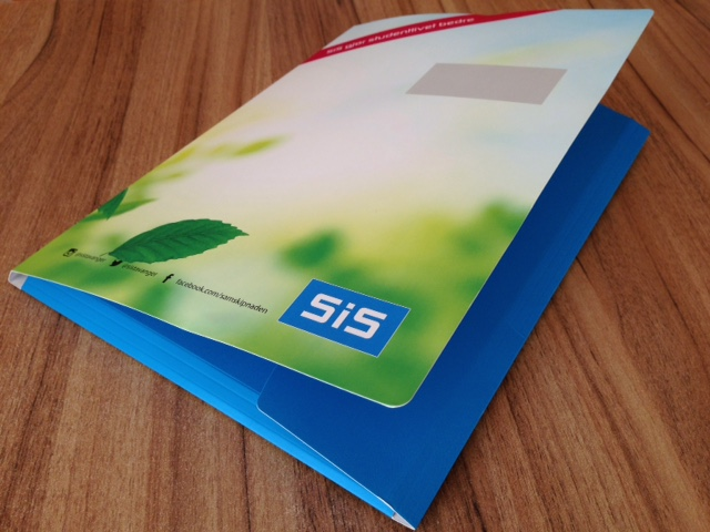 325 gsm cardboard, 4+0 printed with matt laminate and 33 cm black elastic sting