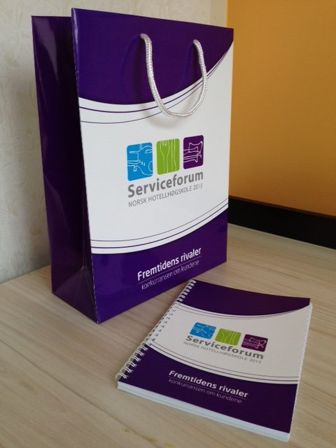 Serviceforum 2015 promo set: notebook + paper bag