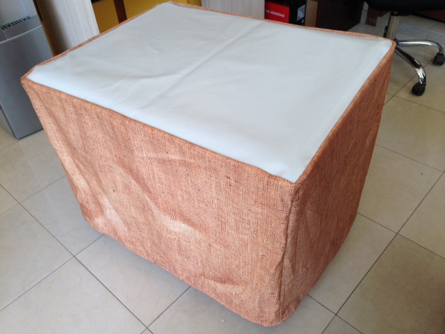 650 gsm vinyl on the top + printed. 180 gsm textile sides, sewed 30 cm velco on one side. Size: 120 x 80 x 60 cm