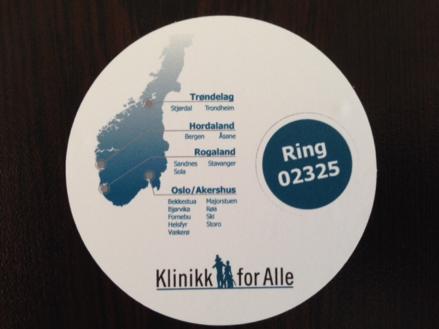 Monomeric PVC foil, 1440x1440 dpi printed, cut to round 70 mm diameter with easy backing paper removal