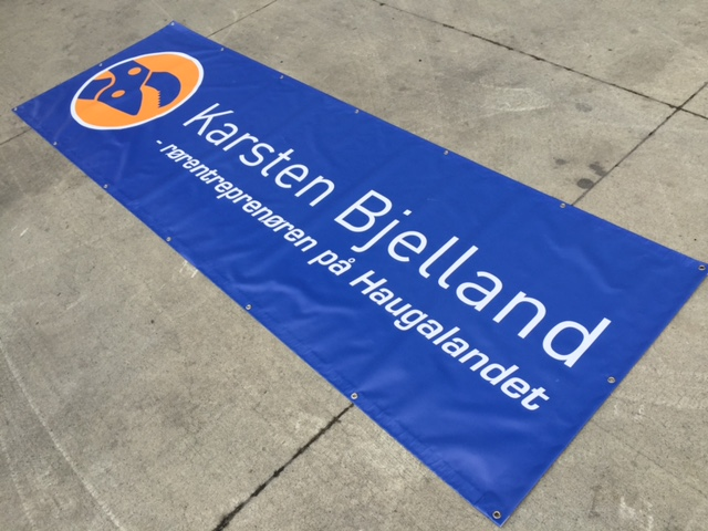 450 gsm vinyl, 1440 x 1440 dpi directly printed, cut to size 300x100cm, with eyelets on every 50 cm
