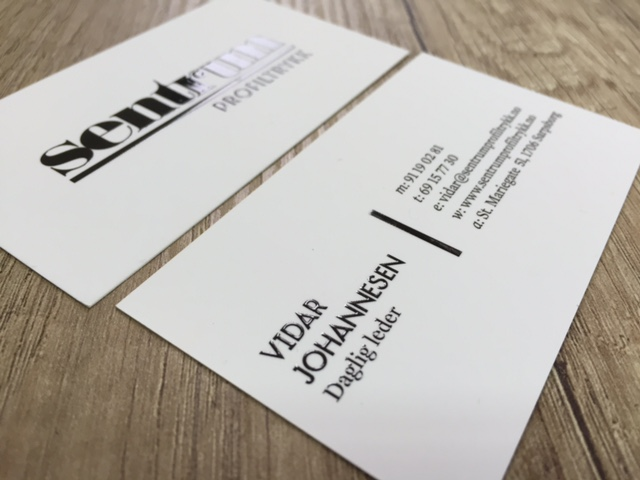 350 gsm matt paper, printed 4+4 CMYK + double-sided matt laminate and double-sided partial volume UV varnish. Size: 9 x 5 cm