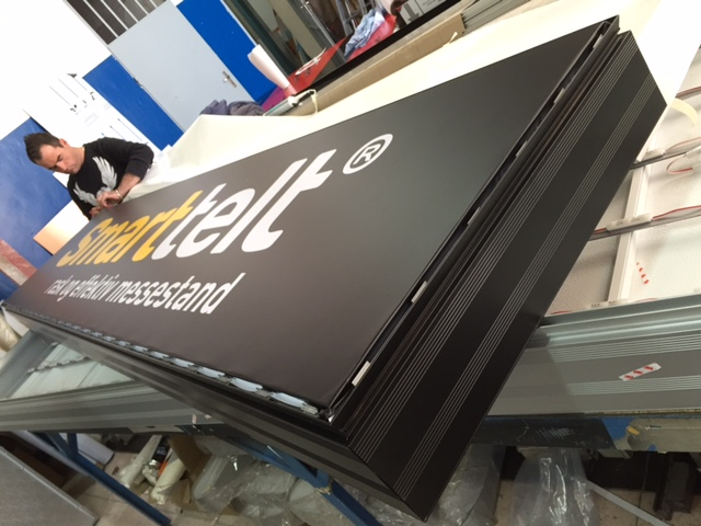 Aluminum construction on the sides and vinyl+foil letters on the front, LED diods Samsung. Size 3 x 0.7 m.