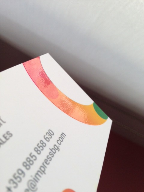 350 gsm matt paper, printed 4+4 offset with double-sided matt laminate and partial volume UV varnishing. Size: 9 x 5 cm