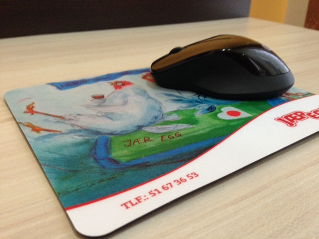 1 mm rubber pasted with 240 gsm offset CMYK printed cardboard and 250 mic. laminate. Size: 23 x 19.5 cm
