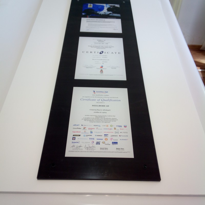 10 mm acryl, mirror printed and closed with white foil with 40 mm dia. holes in each corner. Size: 35x112 cm