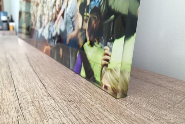 10 mm. transparent acryl,  mirror printed on the back and closed with white foil,  spacers for wall mounting. Size: 100x100 cm.