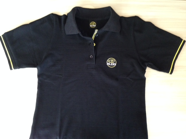 Short sleeve, engraved colored buttons, embroidered logo, neck textile label with embroidered logo