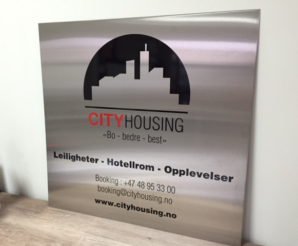 1 mm thick brushed stainless steel with contour cut colored PVC foil and double-sided tape on the back. Size: 68 x 70 cm