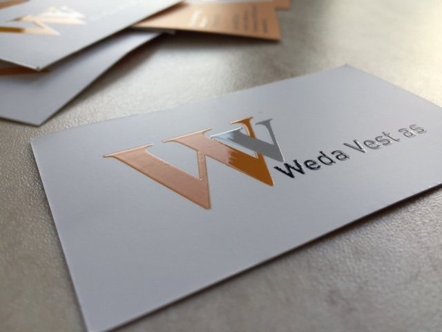 350 gsm mat paper, CMYK 4+4 printed with double-sided laminate and 2-sided volumeric partical UV varnish. Size: 85x50 mm