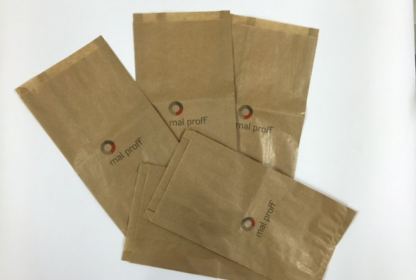 Brown 35 gsm paper, 1 side logo 2 colors Size: 20 x 35 x 4 cm