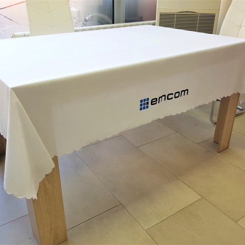 100 gsm microfiber, printed in 2 colors on all sides. SIze: 200 x 150 cm