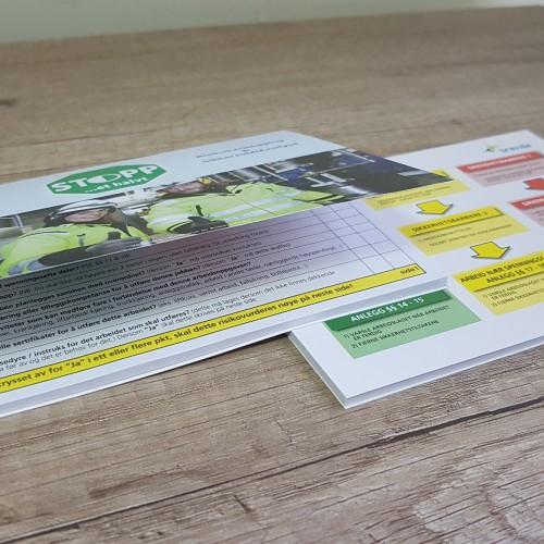 Cover: 250 gsm matt paper Body: 90 gsm offset paper /21 sheets/ Print: 4 + 4. Size: 150 x 108 mm