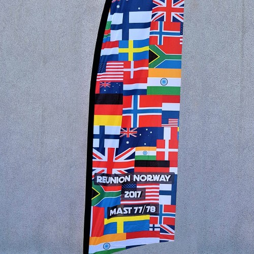 117 gsm polyester flag with reinforced tunnel. Size: 0.8 x 2.85 m