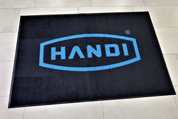 100% High Twist Nylon, Polyamid 6.6, backing - 100% Nitrile rubber, blue logo on black background. Size: 120 x 80 cm