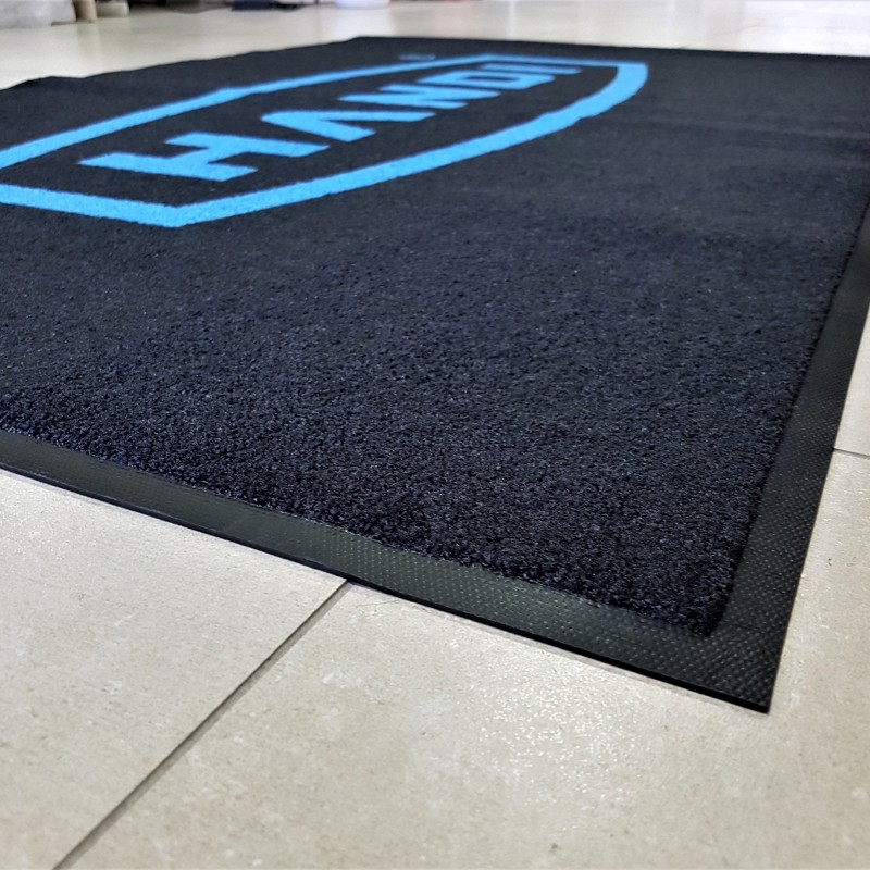 100% High Twist Nylon, Polyamid 6.6, backing - 100% Nitrile rubber, blue logo on black background. Size: 120 x 80 cm