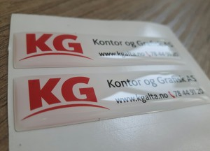 White PVC foil + doming gel, printed CMYK. Size: 60 x 15 mm
