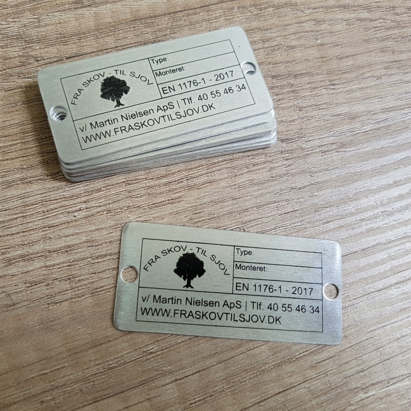 0.5 mm aluminum, 1 color silk-screen printed, rounded corners, 2 holes. Size: 60 x 28 mm