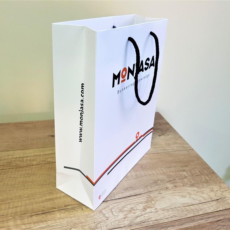 250 gsm paper, 4 + 0 CMYK + matt laminate, polyester handles. Size: 24 x 30 x 9 cm