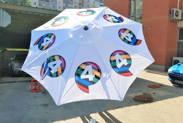 100% polyester waterproof textile, 4 colors printed; eight-sector foldable construction + aluminum pole; metal cross base. Size: 240 cm diameter