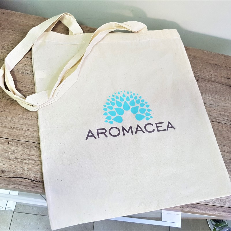 105 gsm natural environmental friendly cotton, printed 1 color both sides, long handles. Size: 38 x 42 cm