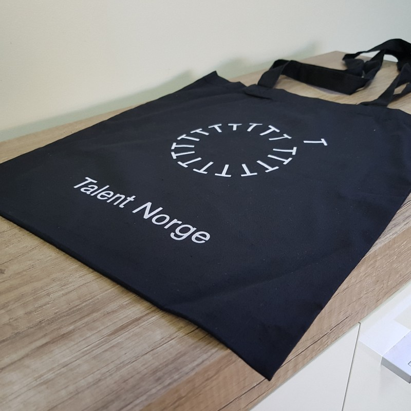 105 gsm black cotton, printed 1 color both sides, long handles Size: 38 x 42 cm