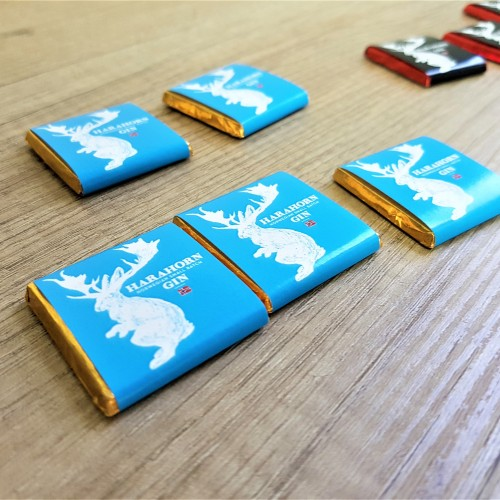 5 g. milk chocolate, packed in 4 + 0 printed paper. SIze: 35 x 35 mm