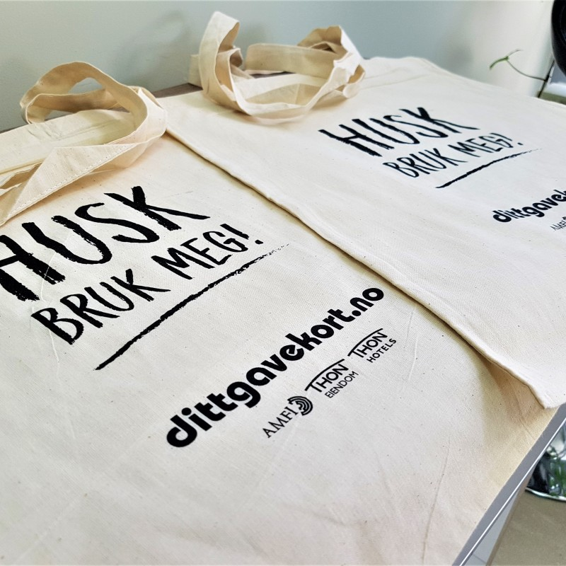 105 gsm natural environmental friendly cotton, printed 1 color one side, long handles. Size: 38 x 42 cm