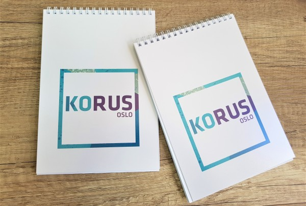 80 gsm offset paper, 50 sheets without print; cover - 0.5 mm transparent matt PVC + 295 gsm packaging cardboard with 4 + 0 print; cardboard back; spiral on top side Size: A5