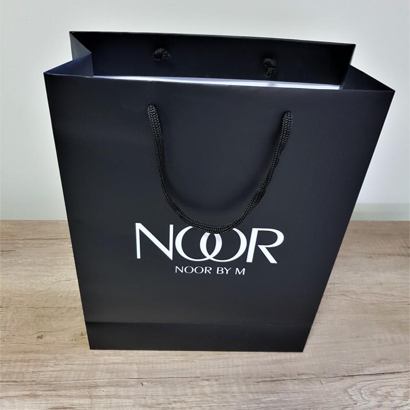170 gsm chrome paper, 1 + 0 /black/ printed, matt laminate, black polyester handles Size: 30 x 40 x 12 cm / 50 x 40 x 12 cm