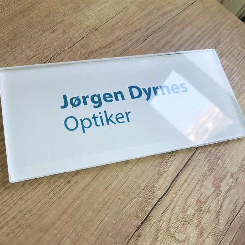 8 mm transparent acryl, mirror printed on the back and closed with white foil. Size: 10 x 5 cm