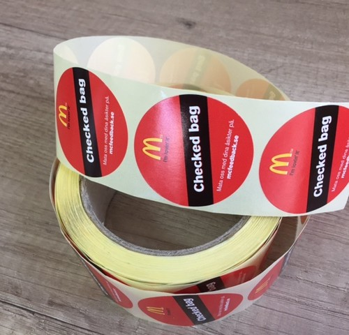 Self-adhesive paper, digitally printed 4 + 0 CMYK; 500 pcs. per roll. Size: Ø 4 cm