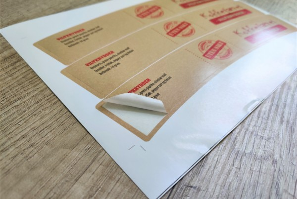 220 x 45.7 mm, self-adhesive paper, 4+0/22 designs, matt varnish, delivered on sheets by 3 pcs
