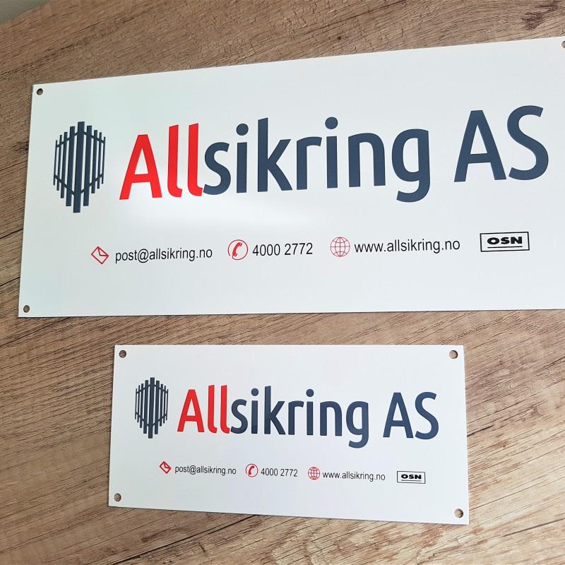 Media: 0.8 mm aluminium, Print: 4 colour logo / silk-screen printed, Finishing: Ø 4 mm holes in each corner