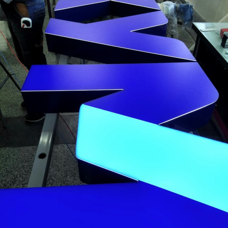 Individual letters with 10 mm opal acryl + pasted translucent foil and aluminium sides and back, mounted on rails, LED diodes Size: 4000 x 707 mm