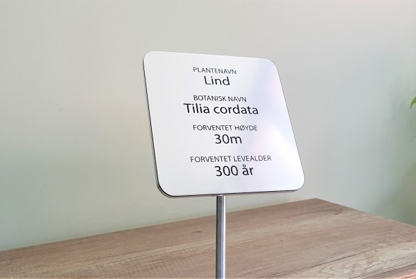 5 mm aluminum + 1.2 mm ABS /metallic finish/; 15 x 15 cm plate, engraved in black and welded on 70 cm pole Ø10 mm