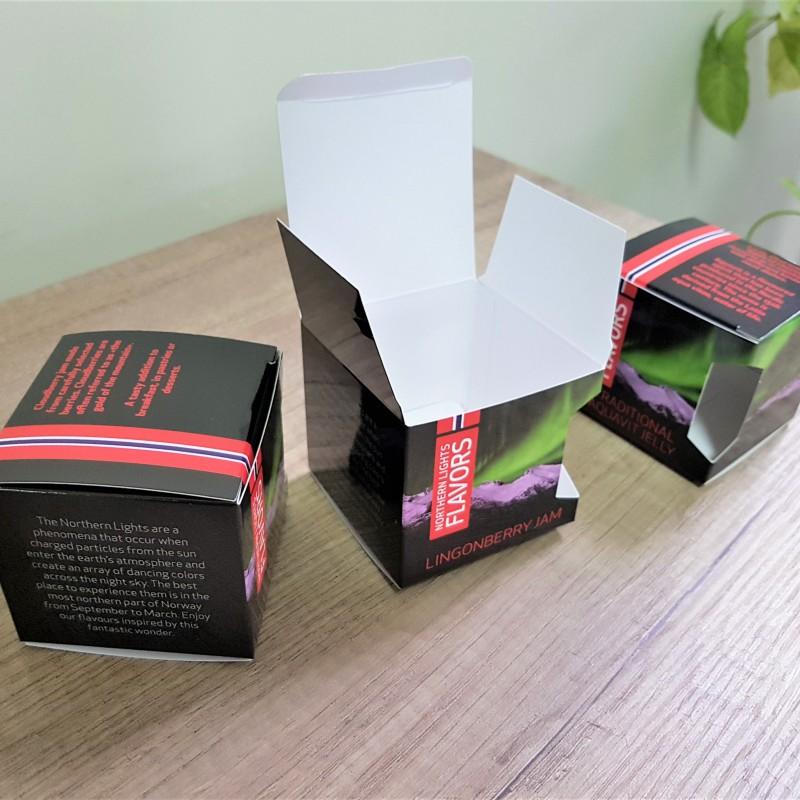270 gr. Zenith cardboard, 4+0 CMYK + glossy lamination, size: 7 x 6.3 x 7 cm